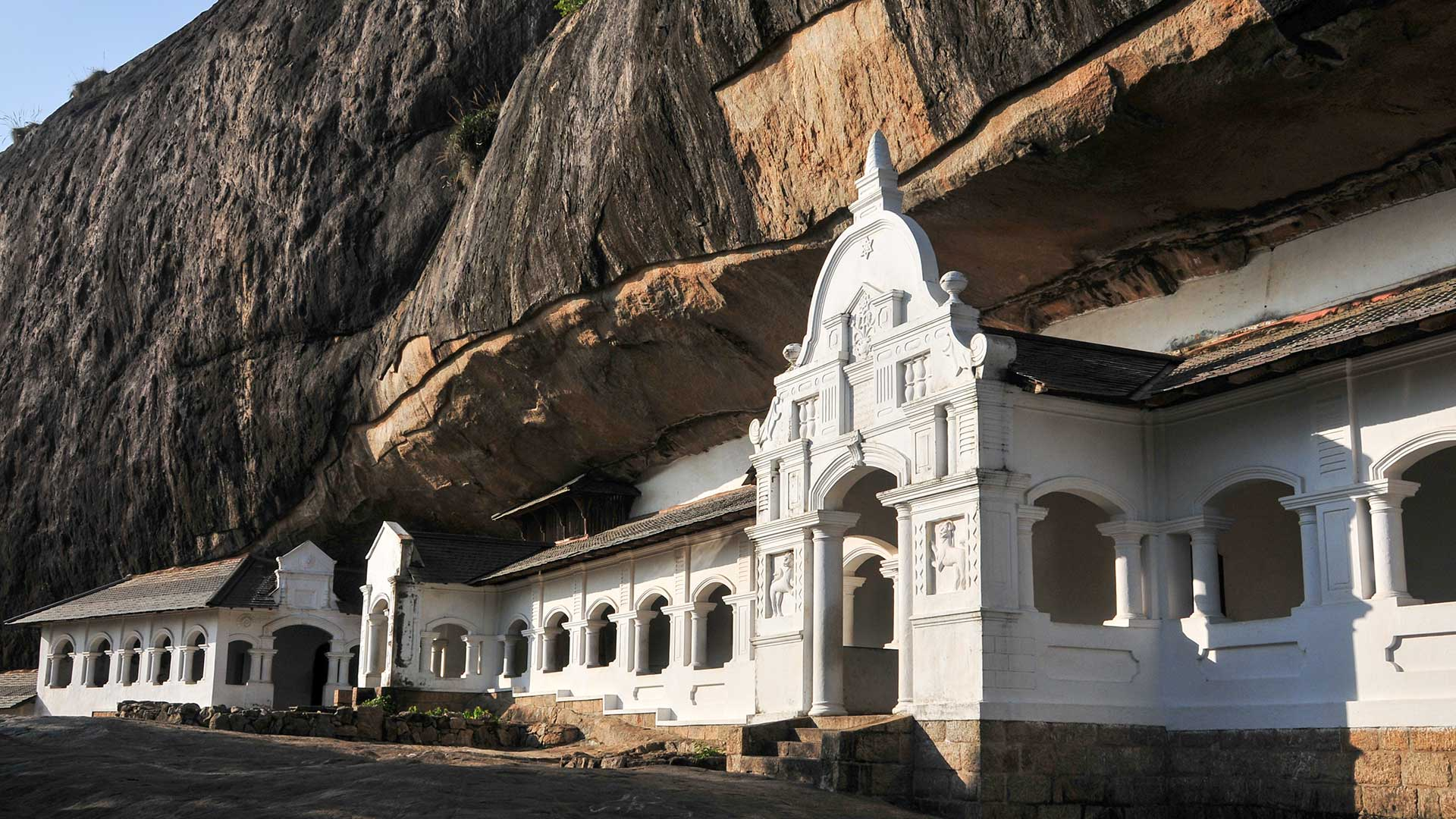 Dambulla-cave-temple-in-Sri-Lanka