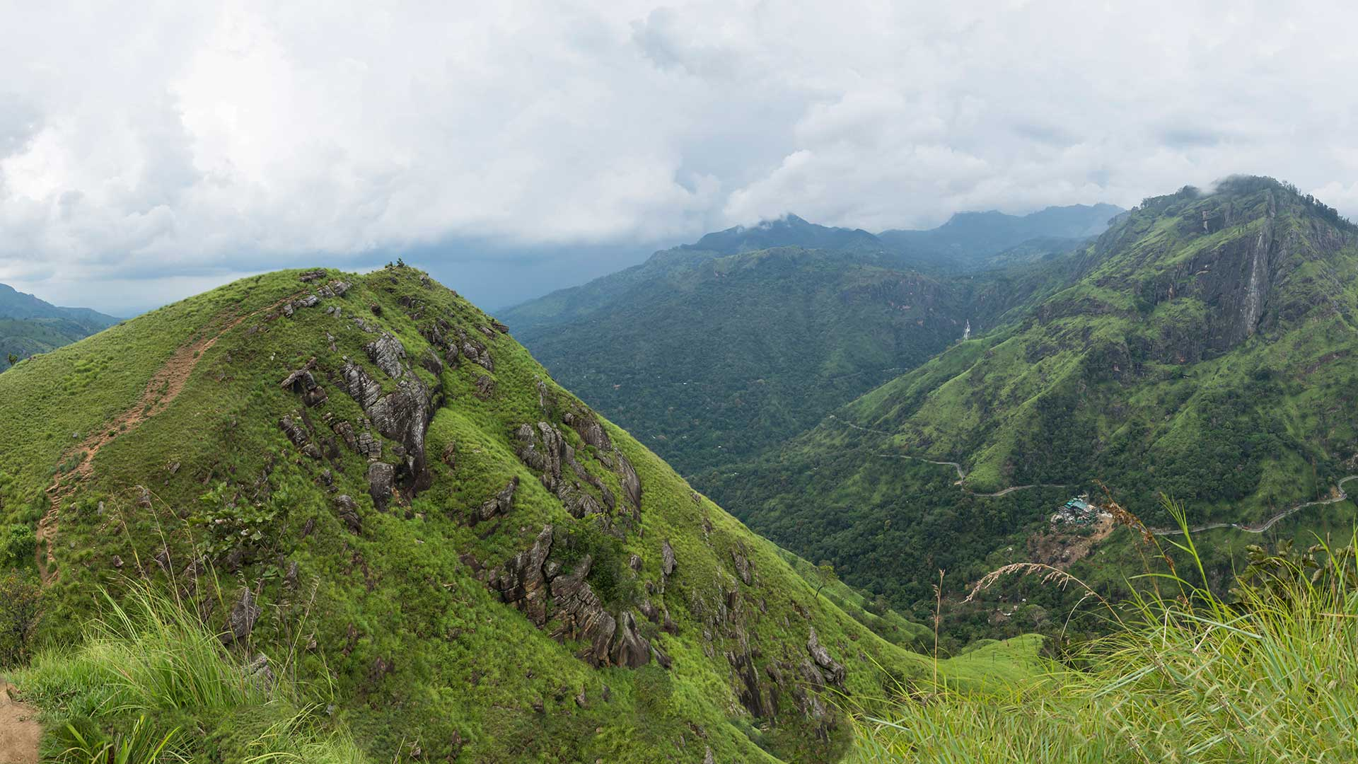 Panaroma-mountain-view-from-Little-Adams-Peak,-Ella,-Sri-Lanka